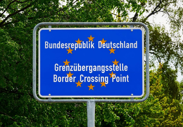 Grenze Grenzschutz Deutschland Europa Migration Border Crossing Point to Germany EU Bilder