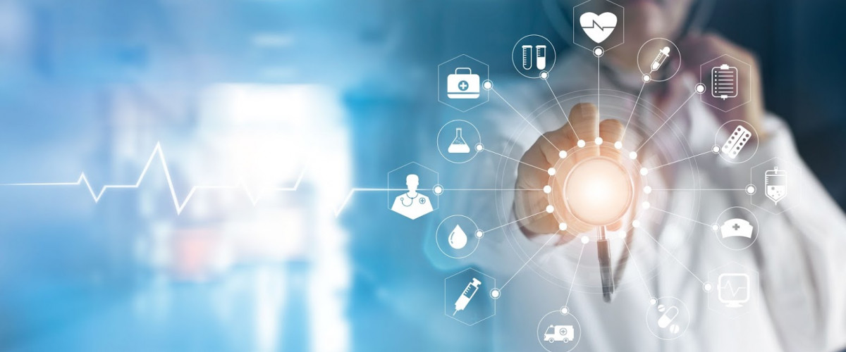 Medizin Transformation Digitalisierung digitale Anwendung Medicine doctor and stethoscope in hand touching icon medical network connection with modern virtual screen interface, medical technology network concept