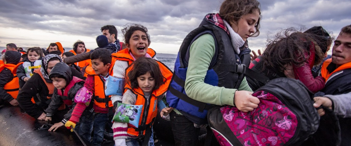 Flüchtling Einwanderer Immigrant Migrant Migration Muslim Moslem Islam Integration Lesvos island, Greece - 29 October 2015. Syrian migrants / refugees arrive from Turkey on boat through sea with cold water near Molyvos, Lesbos on an overload dinghy. Leaving Syria that has war.